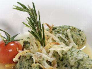 I caratteristici canederli agli spinaci