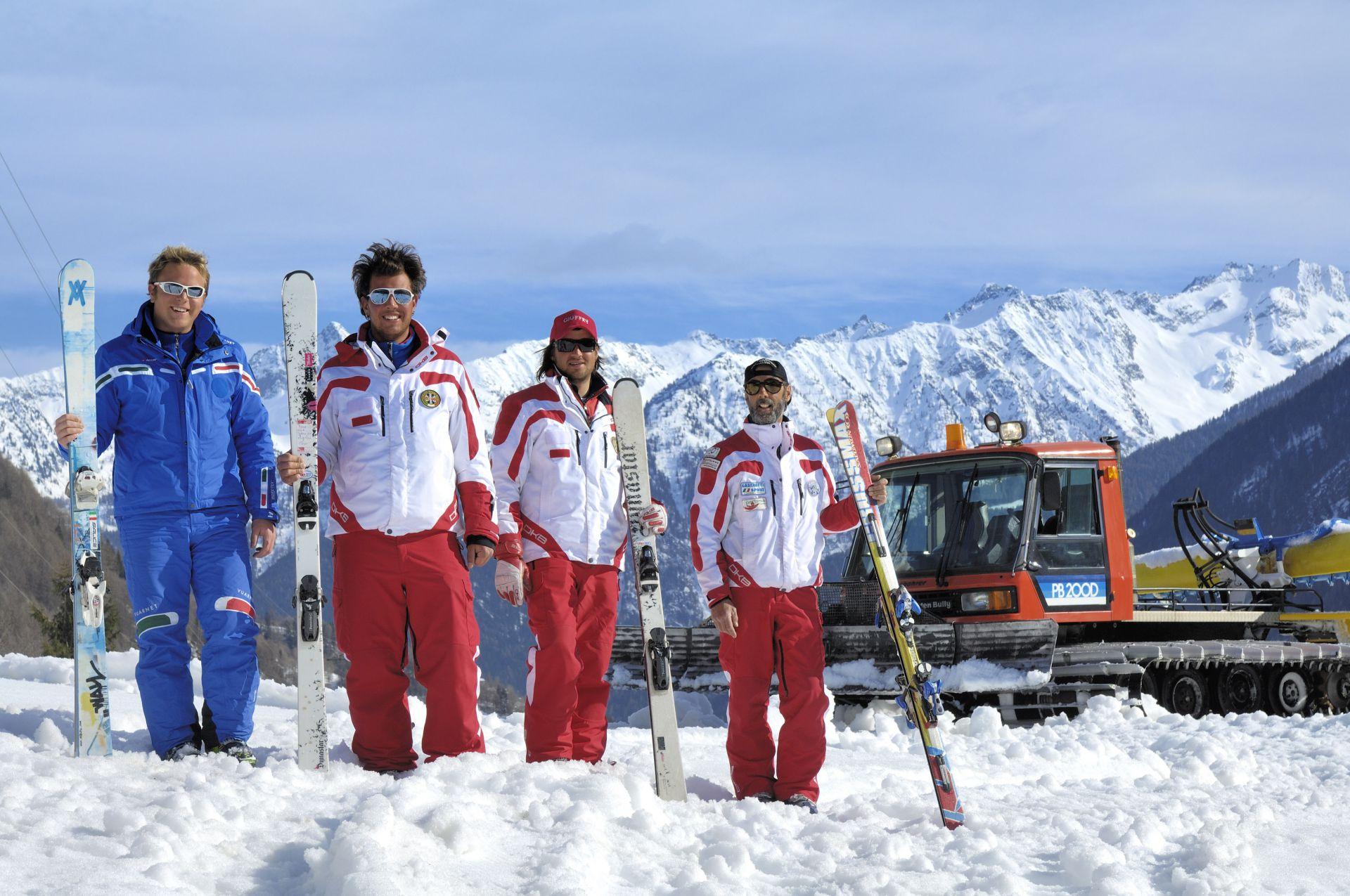 Immagine di testata per Scuola sci Val di Pejo: professionisti al vostro servizio