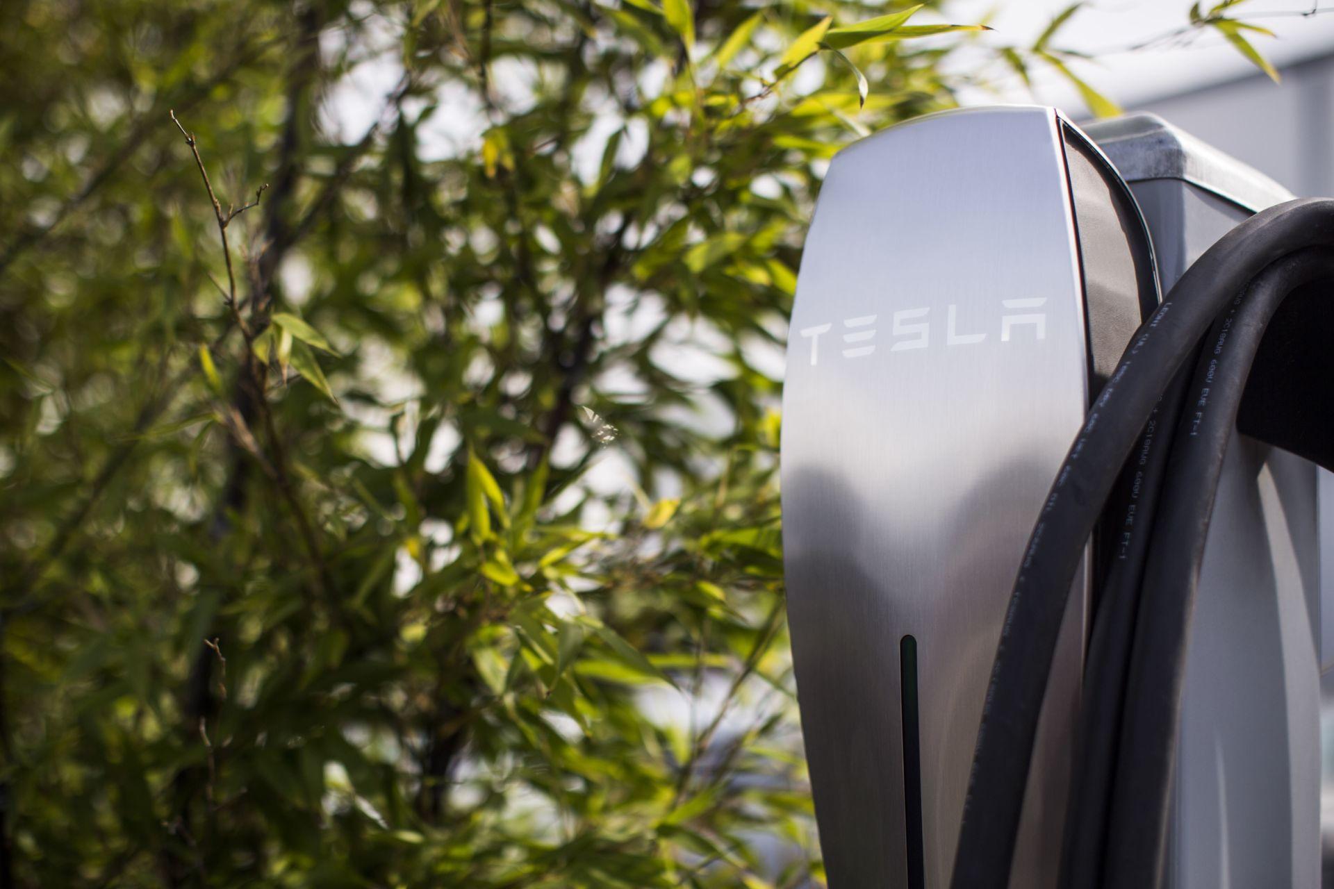 Immagine testata per Tesla Destination Charging